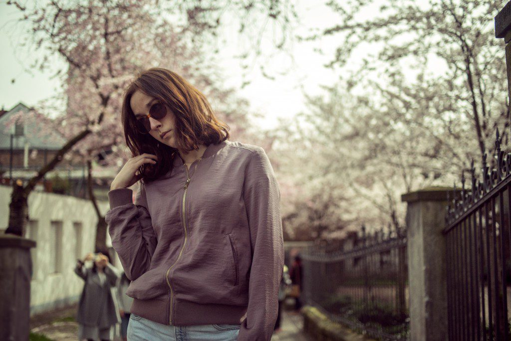 Outfit // Bomberjacke im Blütenregen