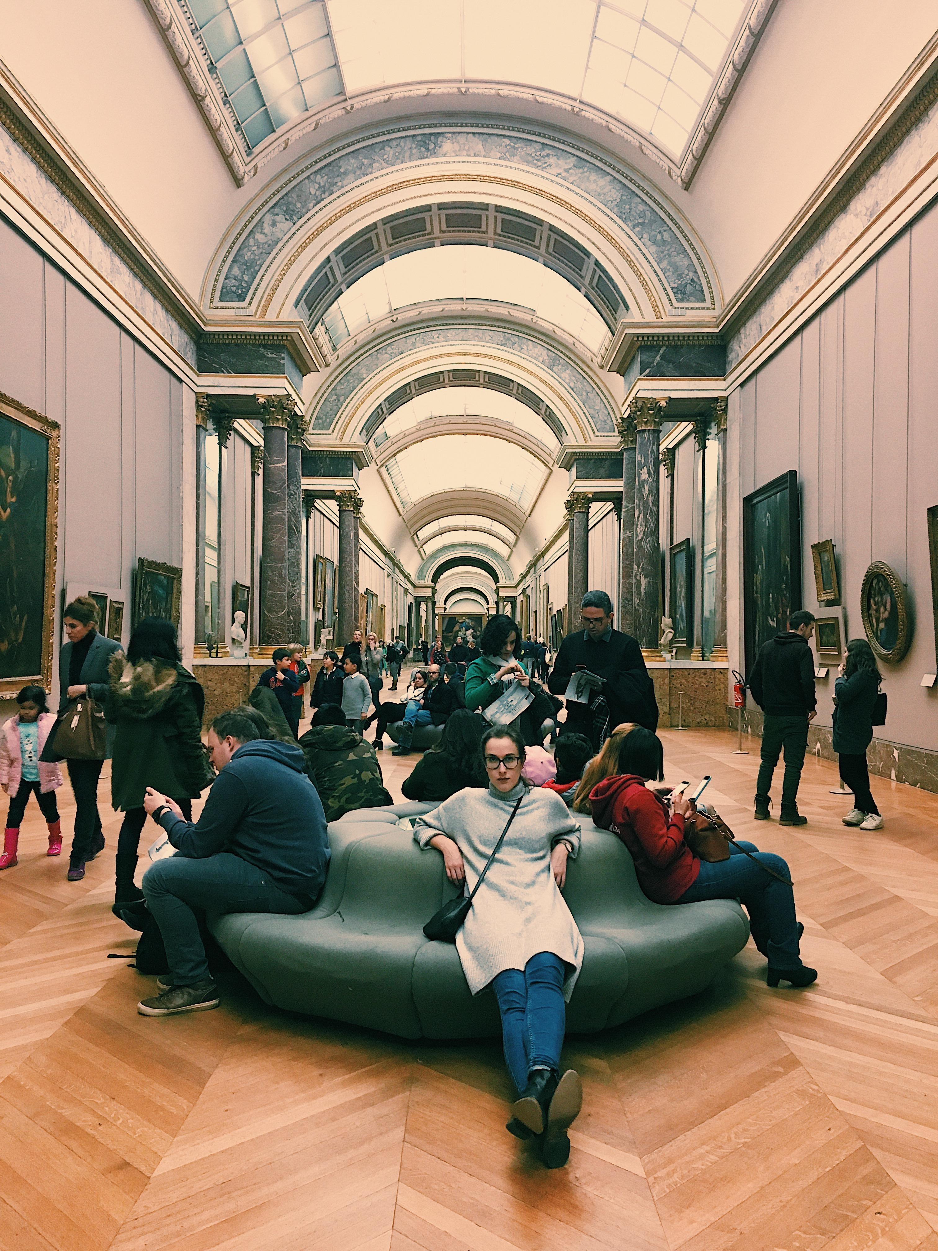 Paris Louvre Sitzecke