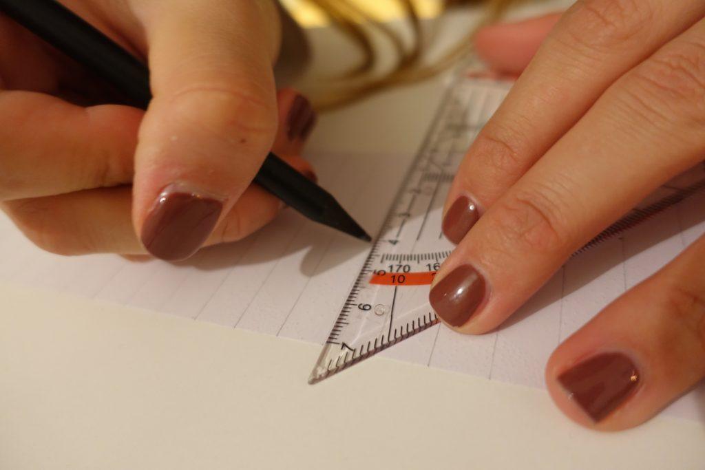 DIY Plissee-Anhänger Anleitung Schritt 2