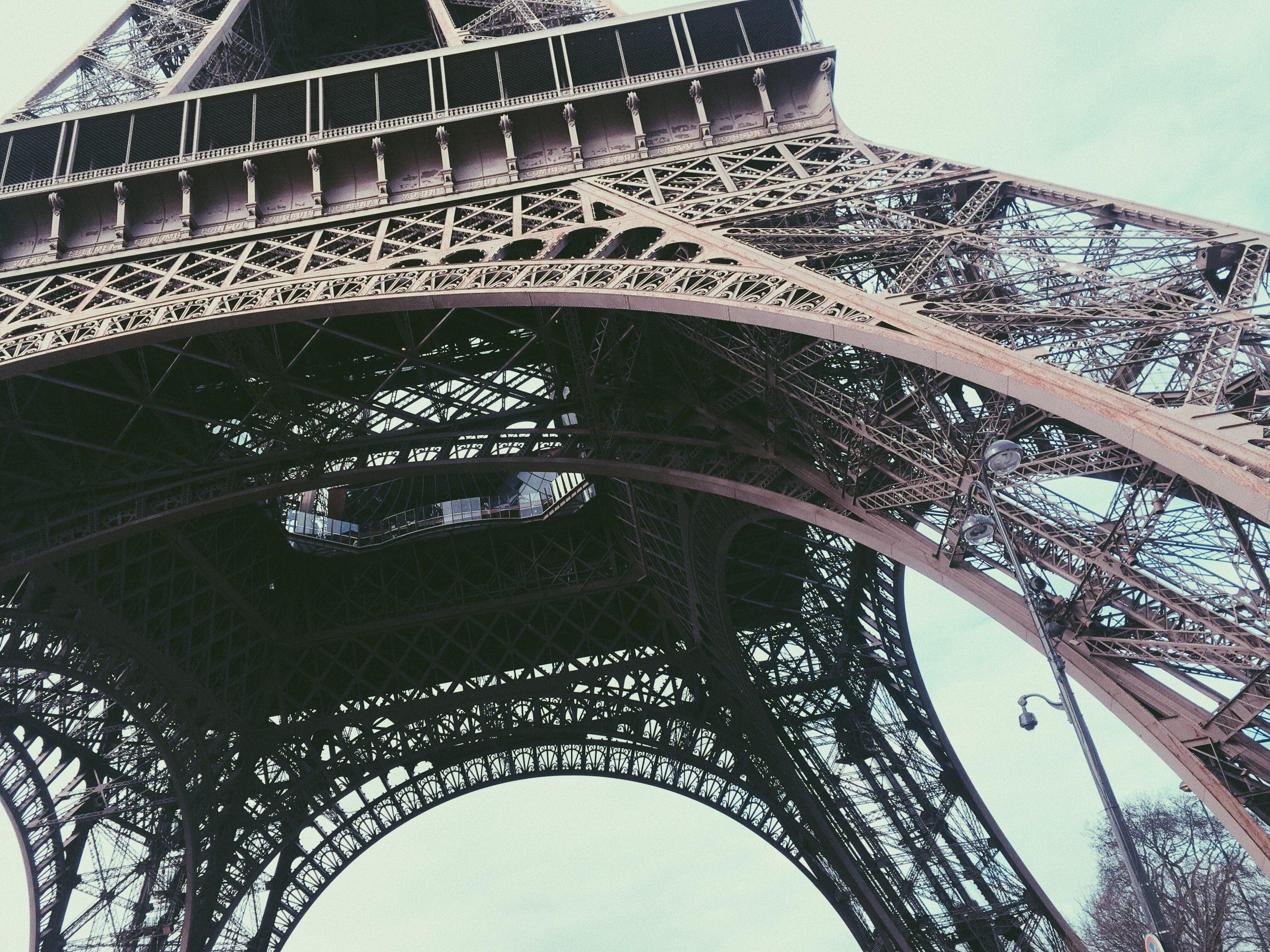 Paris Eiffelturm von unten